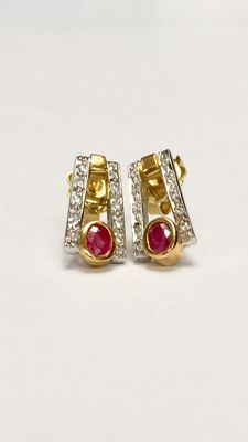18k Gold earrings with ruby and diamonds, approx. 14.5 mm wide, approx. 7.5 mm.