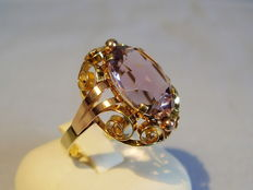 Gold ring with oval facetted amethysts approx. 8ct.