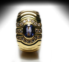 Ring with 18 diamonds/brilliant cut 0.25ct H-VS, and oval Sapphire 0.80ct –– Yellow Gold