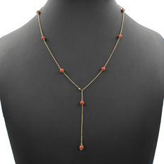 Yellow gold choker with 10 natural Pacific coral beads