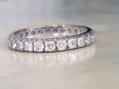 White gold 18 kt women's full eternity ring with approx. 0.95 ct brilliant cut diamonds in total; Wesselton/SI