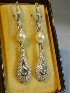 Earrings with authentic aquamarines in total 0.40 ct