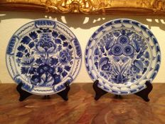 Porceleyne Fles - Two Wall Plates, flower decoration - CX 1951.
