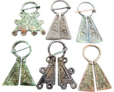 Fine Selection of 6 medieval, Viking bronze penannular omega brooches - 45 - 60 mm (6)