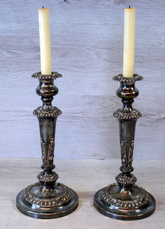 Set of two silver-plated candlesticks, England, 1st half 20th century.