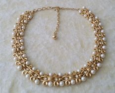 Beautiful Vintage TRIFARI Alfred Philippe Gold Tone Faux Pearl Clear Rhinestone Necklace