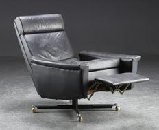 Himolla - luxuriously designed multifunctional chair in black leather