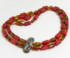 Asymmetric design necklace with hand-carved amber and natural corals, 18 kt gold clasp