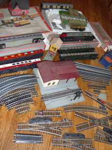 Lima H0 - Large lot carriages, rails, switches, station, houses...