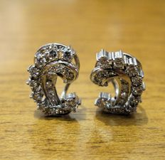 Refined 1950s earrings, 18 kt white gold, and 0.50 ct brilliant cut diamonds, G/VS2.