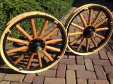 2 pieces T Ford  12 spoke hickory wood Wheels  1908- 1927
