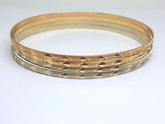 Gold (750/1000) of different colours – Bracelets  Diameter: 72 mm