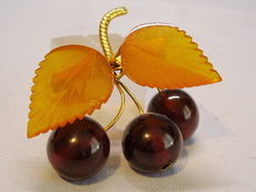Antique Russian amber brooch with gold-coloured natural amber leaves and cherries
