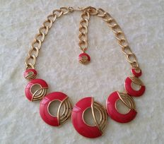 Amazing Vintage TRIFARI Gold Plated Red Enamel Bid Necklace
