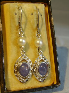 Earrings with tanzanite (4 ct) and genuine white Akoya pearls