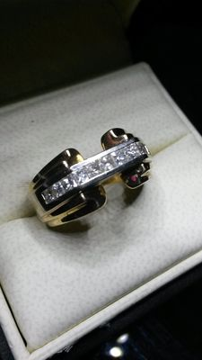 Mens 9ct Gold vintage ring, set with 11 diamonds, princess cut 1ct, white gold Bridge section