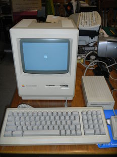 Macintosh ED 512K – M0001D - with original keyboard and mouse