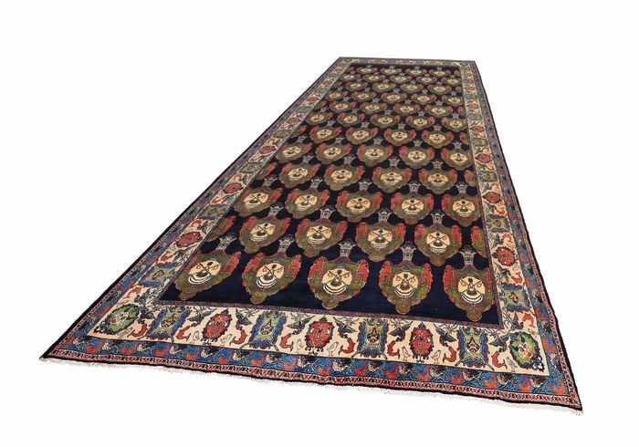 Rare Persian Saruk with Shah crowns, huge size of 706 x 337 cm!!