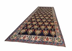 Magnificent and rare Persian Sarouk with Schah-Crowns, huge size of 706 x 337 cm !!