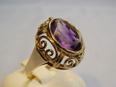 Gold amethyst ring, 14 kt yellow gold