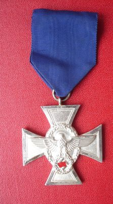Police Service Award 2nd class for 18 years. / WW2