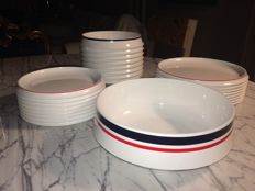 Guzzini - Vintage hard white plastic set, with blue and red edges.