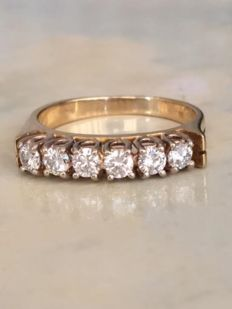 18 kt yellow gold ring with 0.65 ct of brilliant cut diamonds, H/VS. Ring size: 16.50 mm
