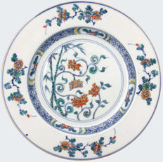 An unusual and rare doucai plate decorated with a floral design - China - ca. 1700 ( Kangxi period )
