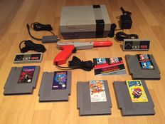 Nes Console Action Set Fully Complete with 2 original Controllers and Light Gun and 6 games like Ducktales and Mario3