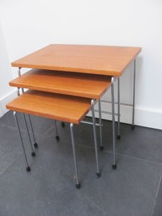 Brabantia - set of nesting tables with wooden tabletop and chrome legs