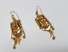18 karat yellow gold antique dangle earrings with pearls