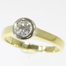 18kt bicolour gold diamond solitair engagement ring - size 50