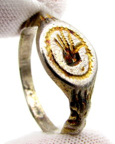 "Medieval Gold- Gilded Silver Ring with ""The hand of St. John"" Motif - 19 mm"