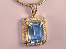 Diamond and topaz pendant, 26.35 ct