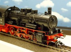 Märklin H0 - 37550 - Steam locomotive with pulled tender BR 55 of the DB