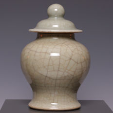 Beautiful craquelure celadon porcelain vase with lid – China – around 1900-1920