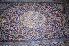 Wonderful carpet, Qom/Ghum, mid previous century - 230 x 145 cm, with certificate of authenticity.