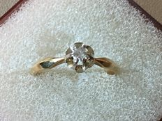 14 kt Yellow gold solitaire ring set with 1 brilliant cut diamond of 0.09 ct