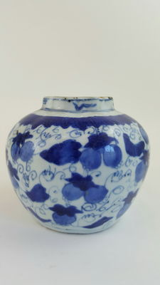 Blue and White Jar - China - ca. 1550 ( Ming dynasty )