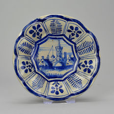 Rare Majolica dish type 'Plooischotel' decorated in Wanli style - 11.5 cm