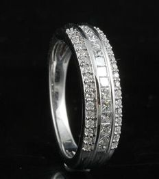 18kt white gold eternity ring with round and princess diamonds in a channel and claw setting. 0.75ct total weight. Size 54/N (free re-sizing in Antwerp)