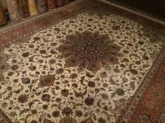 Exclusive quality. Persian, hand-knotted rug, 345-253 cm, 20th century,
