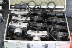 14 x Yashica electro 35 camera's in zwart en chroom
