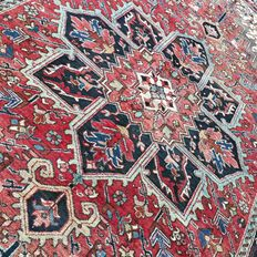 Beautiful Heriz Persian carpet full of character, with great, authentic appearance - 276 x 188