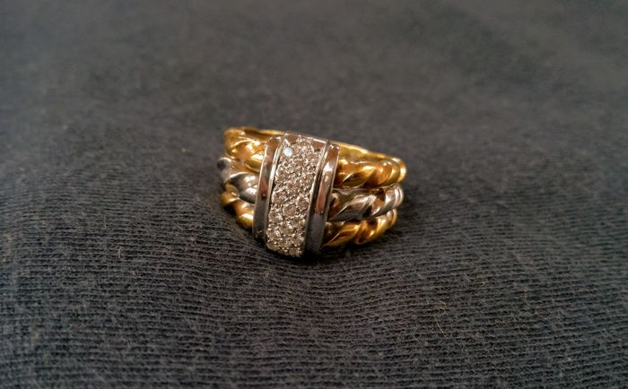Bicolour 19.2kt Gold Ring set with Diamonds