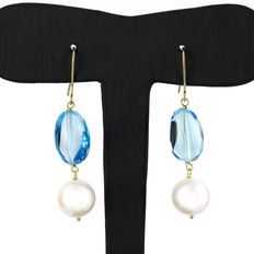 Yellow gold earrings with blue topazes and freshwater pearls