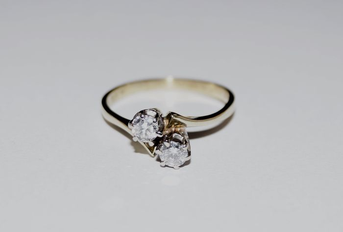 14 kt gold women's ring with two brilliant cut diamonds, 0.34 ct in total. SI-VSI G - size: 17.5