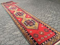Hand-knotted KAZAK runner - 490 x 85 cm - good condition - approx. 50 years old - with certificate