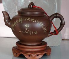 Yixing tea pot - Reward for the best workers, China - 12/1987