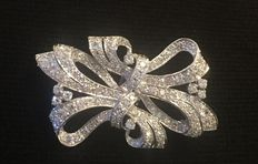 18kt White gold diamond ribbon brooch